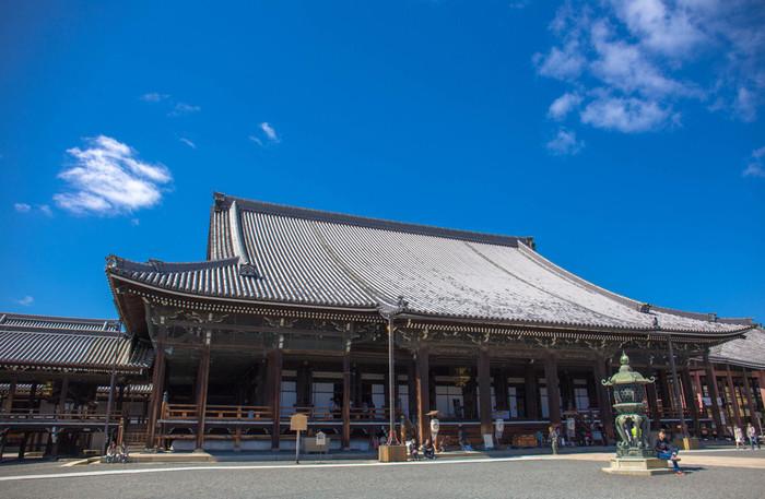 大勢の参拝者と観光客で賑わう西本願寺は、浄土真宗本願寺派の総本山です。壬生屯所が手狭になった新撰組は、一時期、西本願寺に駐屯していました。