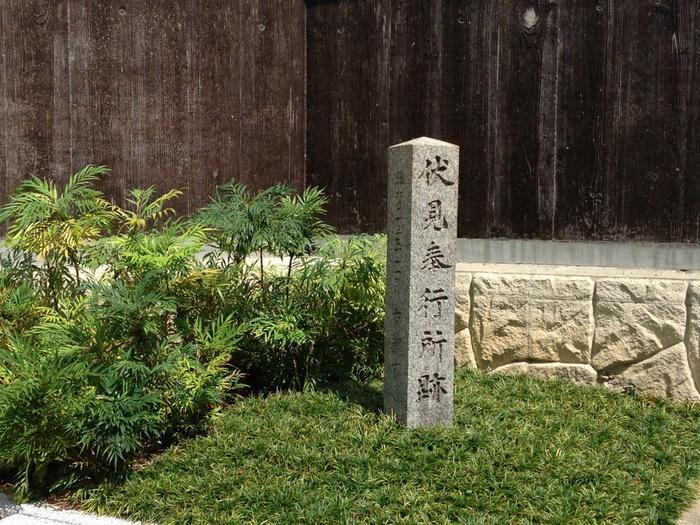 時代はさらに大きく揺れ動き、ついに幕府軍と薩摩藩・長州藩を中心とした討幕派軍が衝突する戊辰戦争が勃発します。新撰組も、鳥羽・伏見の戦いで幕府軍として出陣をしました。今は石碑のみが残る伏見奉行所は、新撰組が京都で最後に駐屯していた場所です。