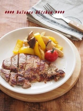 三重県四日市名物の「トンテキ」こと、豚肉ステーキのレシピは、いかがでしたか? 豚の厚切り肉って、とんかつしか作ったことが無かった~なんて方も多いのではないでしょうか?フライパン一つで簡単に出来る「トンテキ」は、バリエーションも豊富で、これから晩ご飯のメニューに活躍してくれそうですね♪