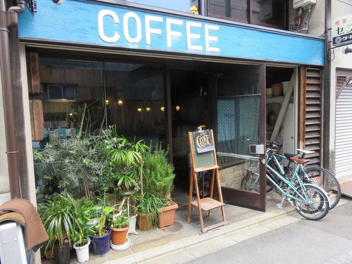 喫茶マドラグは、以前この地にあった喫茶セブンの雰囲気を色濃く残したお店。懐かしい喫茶店、という感じの外観ですね。