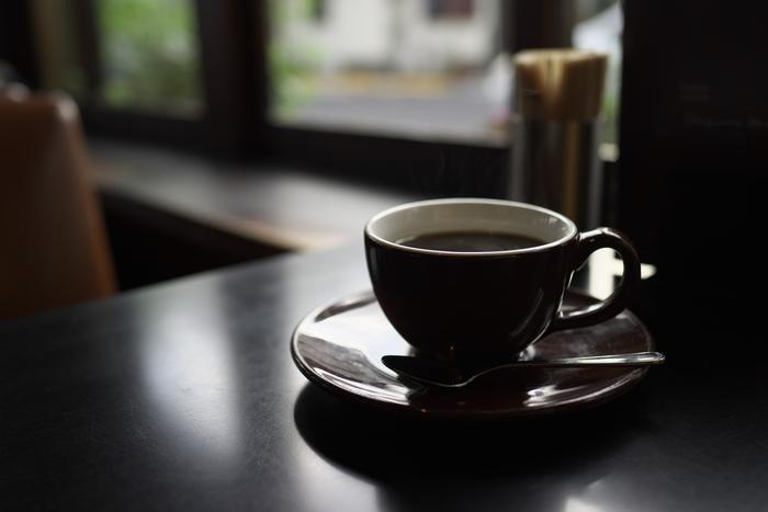お店の雰囲気が、よりいっそうコーヒーの香りを深くするような東京・谷中のカヤバ珈琲。昔ながらの喫茶店で、一度は閉店したのですが、多くのファンの後押しを受けて再開したという人気店なんです。