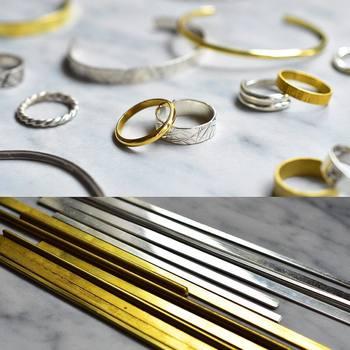 自分の手で体験して自分だけのアクセサリーを作れるのが魅力です。中には、このワークショップで学んだことを活かして、結婚指輪を自作する人もいるそう。