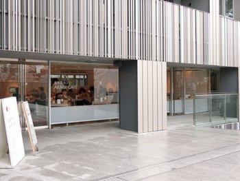 その赤城神社境内にあるのが、イタリアンカフェ「あかぎカフェ」です。 神社の境内にイタリアンカフェがあるという、とてもスタイリッシュでモダンなおしゃれなカフェなっています。