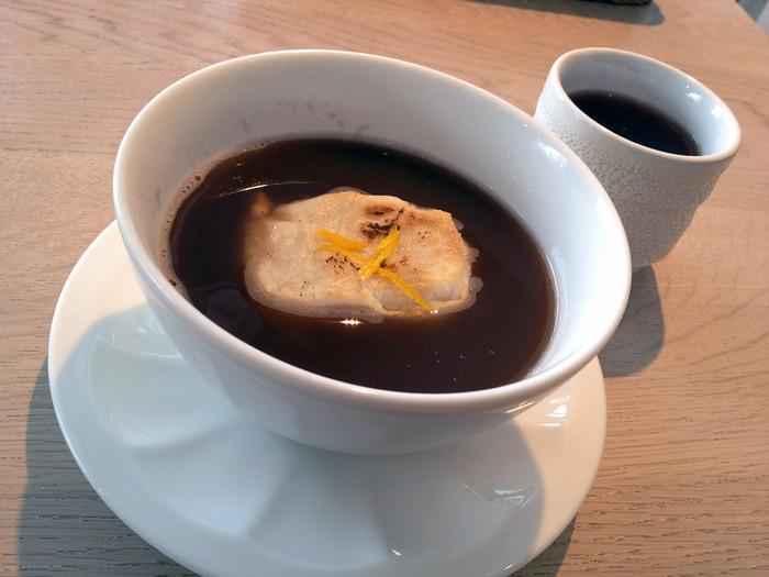 お食事はもちろん、お茶だけでもOKなので、神楽坂散策に疲れたときはホッと一息、お汁粉とほうじ茶の組み合わせも神社カフェならではですね。
