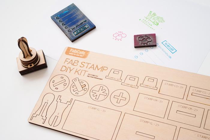 こちらは、初めての方に大人気の店内のiPadでデザインを描いて作成するスタンプキットです。スタンプの盤面が取り替えられるようになっており、3つのデザインが楽しめるそう。