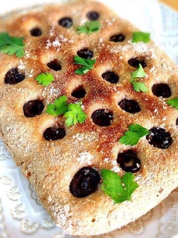 ヘルシーな全粒粉を使用したフォカッチャは香り豊かで、素朴な味わい♪お子さんのおやつにもおすすめです。
