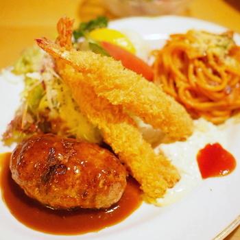 香川県内の美味しくて有名なランチのお店を14ヶ所ご紹介しました。 地元の人に愛される個人店から、若者が集うカフェ、地元の食材が食べられるところまで。 香川県に行ったら、ついつい讃岐うどんを食べ歩きしがちですが、うどんだけじゃない美味しいお店もたくさん! ぜひ、今度のお出かけの参考にしてみてくださいね♪