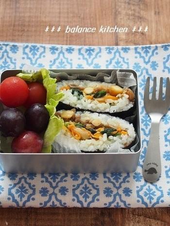そぼろとナムルなど野菜の常備菜などがあれば、お弁当にぴったりのビビンバ風のおにぎらずも作れますね。