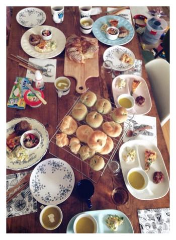 いかがでしたか? 子どもを思うお母さんのあたたかい気持ちが伝わってくる「イラストパン」をご紹介しました。 可愛らしいイラストが微笑ましく、見ているこちらもあたたかい気持ちになるパンですよね。 RANさんが主宰する「konel bread」では、秋ごろからイラストパンのレッスンも始める予定だとか。 ぜひ公式ブログやinstagramをチェックしてみてくださいね!