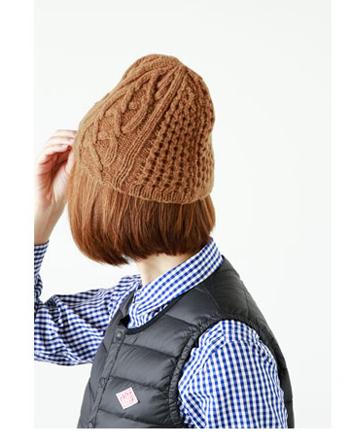 被るとこんな感じ。編み方の柄も一つの帽子の中で、変化をつけて編まれていて、他で見ないようなとても手の込んだ帽子です。