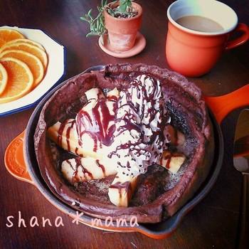 チョコとバナナ、コンビネーション抜群の2つを組み合わせたダッチベイビー。無糖ココアを使えば、大人にもうれしい味に。カカオの香りとバナナの甘さが絶妙な上質スイーツになります。