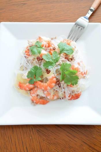 パクチーの香りとお酢のあっさりとした味わいで、食が進むアジアン料理のレシピです。材料は意外と簡単に手に入るのでぜひ挑戦してみたいですね♪