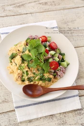 ワンプレートで野菜もごはんも食べることのできるこちらのレシピはツナが入っているので旨みがしっかりと詰め込まれていますよ♪