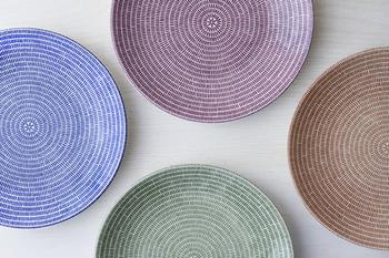 忙しくて簡単な食事になってしまう時こそ、見た目はこだわりたいですよね。食器でちょっと色を加えるだけで華やかになり、食卓の雰囲気も一新♪