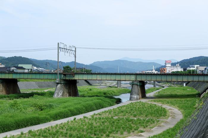 ラボの近くには加茂川が流れています。加茂山公園で大きなフェスが開かれることもあるそう