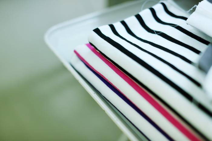編み立てられたパーツは、高温のスチームを当てて一度洗いに立てられます。この「整理」と呼ばれる工程により、安定した生地ができあがるのだそう