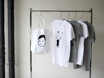 イラストを選ぶか、メッセージTシャツを選ぶか…。どっちも欲しくなってしまうようなデザインばかりです!デザイン違いで買うのもよし、先にご紹介したiPhoneケースやこれからご紹介するバッグと同じデザインを購入するのもおすすめです♪