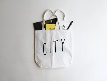 2010年の秋に制作したZINE(いわゆる同人誌)「CITY LIGHTS」のタイトル文字、「CITY」のみを抜き出したトートバッグ。シンプルで使いやすいバッグは出番が多くなりそう♪