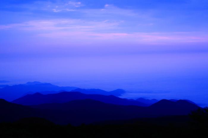 宮城県と山形県の境に位置する蔵王連峰は、日本百名山に数えられ、四季折々で美しい姿を見せてくれます。