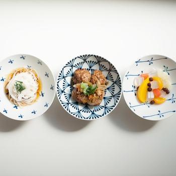 ごはんをよそうだけでなく、小鉢として使ったりデザートを盛り付けたり、毎日の食卓へ彩りを添えてくれます。