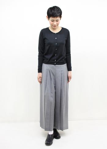【シルク】嫌味のない素材感で着られるシルクのカーディガンなどは、トップスとして着ても良し、もちろん羽織にも最適です。