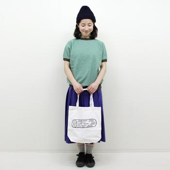 2011年6月、個展「IT IS IT」を機に制作されたまるたのイラストが描かれたトートバック。バッグにプリントするにはユニークなモチーフだけに、これを見た人は一瞬「食べ物?なんだろう?」と考えてしまうかも!?