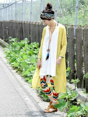 鮮やかなイエローのロングカーディガンは、民族調やアジアンファッションとも相性GOOD!1枚あるだけでコーディネートを華やかに元気な印象に。