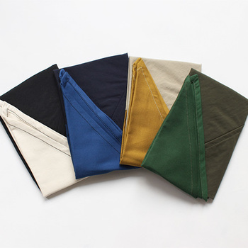 """小さく折りたたまれたエコバッグ。これは一体、どんな形のバッグなのでしょうか。ヒントは、特徴的な三角形の""""耳""""にあります。"""
