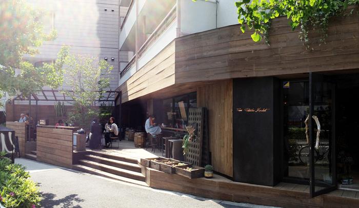 東京・千駄ヶ谷にお店を構える雑貨&カフェ。ハイセンスなライフスタイルを提案する「フリーペドラーマーケット」に、こだわりの自家焙煎コーヒーとパイが人気の「THE DECK COFFEE & PIE」を併設しています。テラス席もあって開放的。スタイリッシュ&ナチュラルな雰囲気も魅力です。