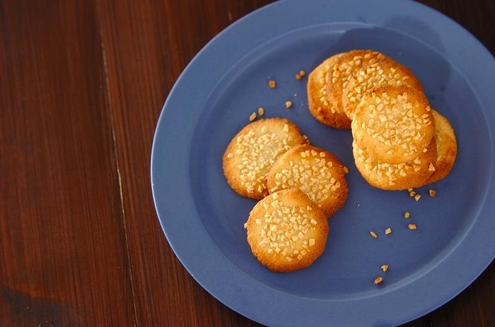 グルテンフリーで、アーモンド粉を使ったクッキーです。アーモンドの粉なので、より香ばしいクッキーになっています。  お友達のところに行くときなどのおもたせにはピッタリの一品です。