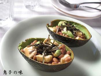 美容にもってこいのアボカドと、モッツァレラチーズ・味噌・納豆という3つの発酵食品で腸美人!めんつゆ使用で簡単です。