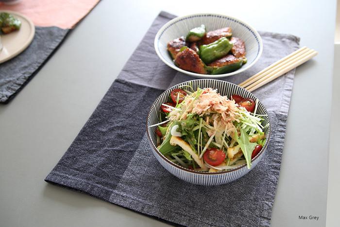 お手軽に食卓の雰囲気を変えてくれるティータオルは、何枚あっても重宝しますよ。お客様のおもてなしにもぴったりなアイテム。