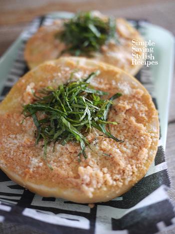 明太子とチーズが相性抜群。ベーグルを使って作る、もっちり食べ応えのある明太トーストです。サラダなど添えれば、いいバランスですね。