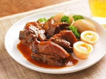 がっつり系のスペアリブも、オレンジジュースでさっぱりとした後味に!ジューシーな豚の肉汁と、ぷるんぷるんの肉質でご飯もススみますよ。