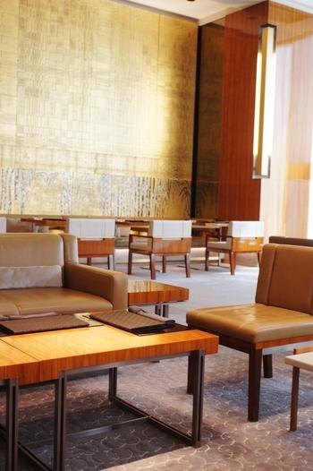 銀座のGUCCIショップの4階にある、高級ブランドグッチが経営するカフェ「グッチ・カフェ」です。お店は天井が高く広々としたフロアで、まるで高級ホテルのロビーのようです。