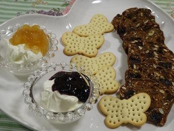 マスカルポーネは、ジャムともぴったり!クッキーなどに添えるとそれだけで贅沢なおやつに。また、ワインなどお酒のお供としてもぜひおすすめです。