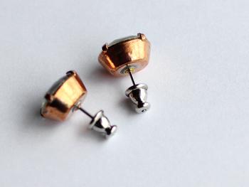 真鍮を使った金具は、ヴィンテージ感ただよう色合いで、まさに「クラシックビューティー」といったイメージです。