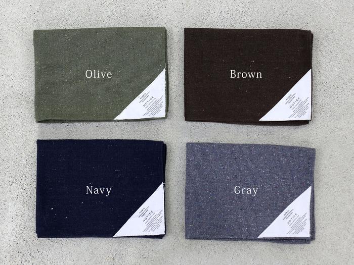 Olive(オリーブ)・Brown(ブラウン)・Navy(ネイビー)・Gray(グレー)と、どんな家具にも馴染みやすい落ち着いたカラーバリエーション。お値段も1,000円以下なので、色違いであってもいいですね◎