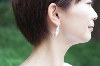 はかなげで繊細でありながらも、優雅で美しい輝きをはなつガラスピアスたちのご紹介でした。手作りのぬくもりこもる自分だけのガラスピアスで、耳元を涼し気に華やかに飾ってみませんか?