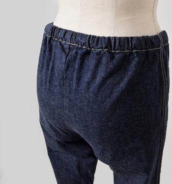 お尻にもポケットはありません。穿き心地とすっきり感を追求したディテールにこだわりを感じますよね。ワンピースやチュニック合わせに、何かと頼りになるアンダーパンツです。