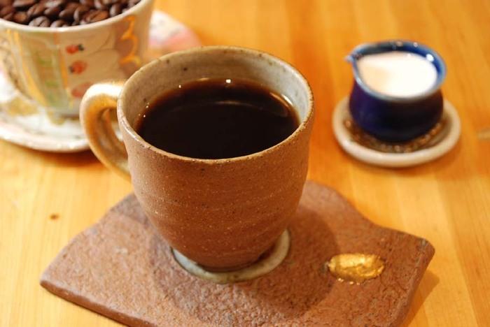 新鋭作家の器で味わう自家焙煎コーヒーで、特別なひとときを味わえます♪熱海ナンバーワンカフェの呼び声も!