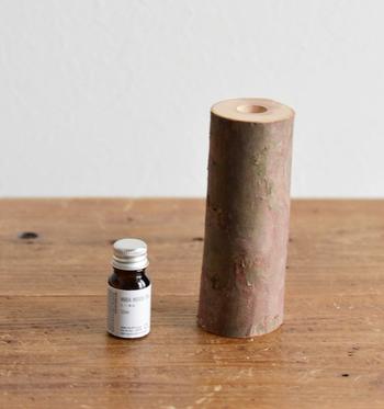 ポットはオブジェとして、精油はお持ちのオイルポットやお風呂などで使用していただいてもOK。 ひば枝は天然素材のため、ふたつとして同じものはありません。たったひとつしかないオブジェは、特別感もあり大切に永く使いたくなりますよね。