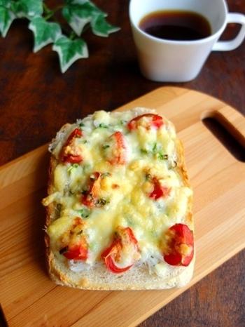 しらすご飯の時のしらすが余っている、なんて時におすすめ♪ケチャップがなくても、プチトマトがあれば新鮮で酸味のきいた立派なソースになります。しらすとチーズでカルシウムたっぷり♪