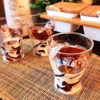 グラスの中に入っているのは、コーヒーゼリーではなくコーヒー風味のわらび餅。コーヒーと片栗粉と砂糖があればできますよ。