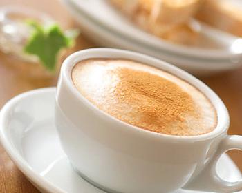 シナモン香るカプチーノはアレンジコーヒーの定番。ほっとする優しさです。