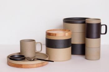 シリーズで、マグカップやボウルも展開しています。  同じ直径のものならスタッキングもできます。重なり合ってすっきりとした円柱になる食器たちに、美しさも感じ取ることができますね。