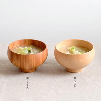 木は、欅(ケヤキ)と橅(ブナ)の2種類をご用意。お好みに合わせてお選びください。夫婦茶碗として贈るのもおすすめですよ。