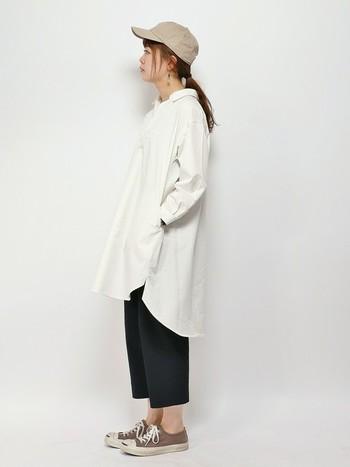 シャツワンピ+パンツもおすすめです。シャツワンピにタイツを合わせて着まわすこともできます。