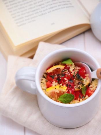 実は電子レンジでチンしなくても、熱湯があればできるレシピもあります。おしゃれなクスクスも、マグカップでおしゃれに登場!混ぜるだけで簡単にできるのが嬉しいですね。