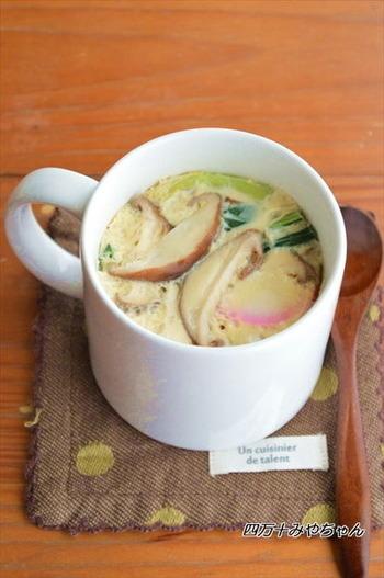 和風のおかずもマグカップで簡単にできます!味付けもめんつゆでOKの茶碗蒸しは、電子レンジだけで作ったとは思えない出来映えですね♪